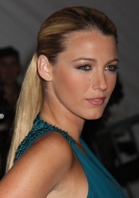 Blake-Lively-Long-Hairstyle-Sleek-Ponytail