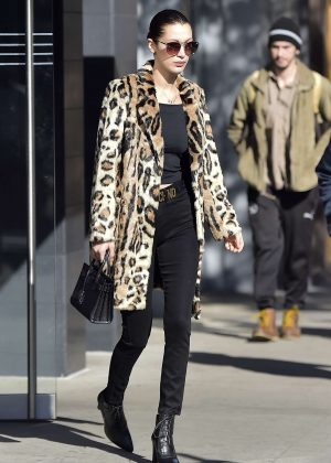 bella-hadid-in-leopard-print-coat-14-300x420