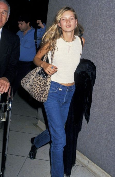 14-old-school-kate-moss-outfits-that-still-look-good-today-1749943-1461847210.700x0c.jpg