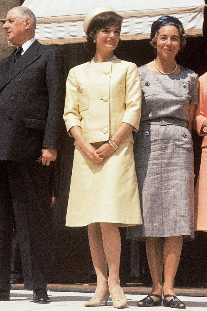 1438113747-hbz-jackie-kennedy-additions-gettyimages-163063560.jpg